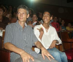 Tobías Kriele (a la izquierda) y Jorgito durante la presentación del documental.
